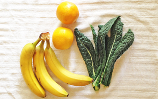 oranges and bananas with kale smoothie