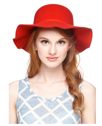 day hat in scarlet