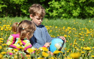 children-in-meadow-with-globe_10355533_Paha_I-320px