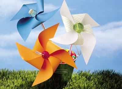 You can have the children make paper pinwheels with chocolates in the center. Image Courtesy: Hershey's