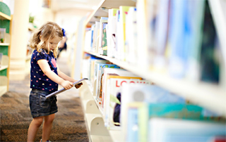 toddler-in-library-320px
